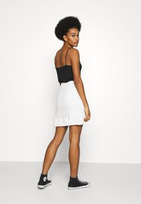 Nly by Nelly - FRILL STRUCTURED SKIRT - Mini skirt - white - 2