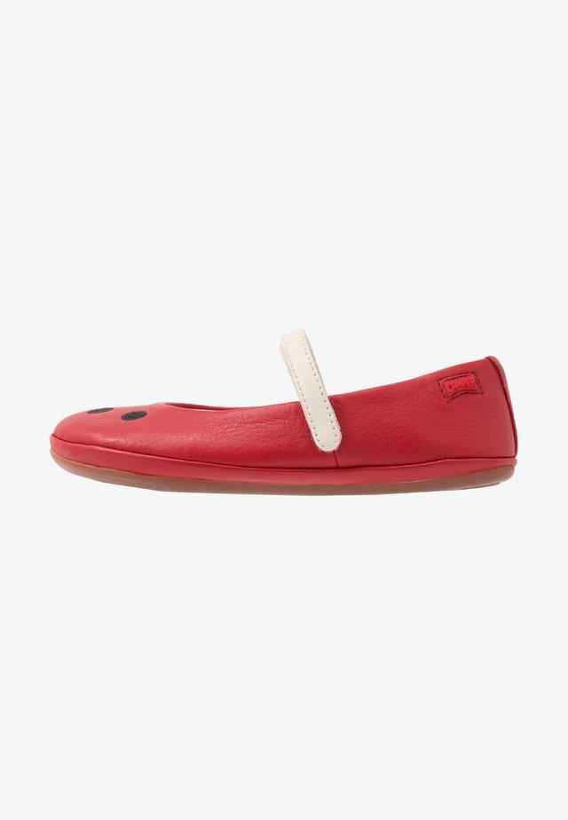 TWINS - Bailarinas con hebilla - red