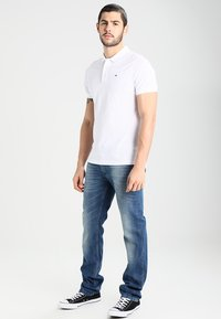 Tommy Jeans - ORIGINAL RYAN BEMB - Jeansy Straight Leg - berry mid blue comfort - 1
