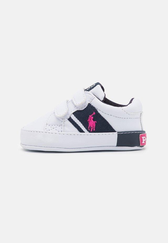 GREGOT LAYETTE - Ensiaskelkengät - white/navy/baja pink