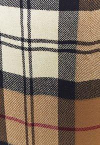 Barbour - NEBIT PENCIL SKIRT - Pouzdrová sukně - hessian tartan - 2