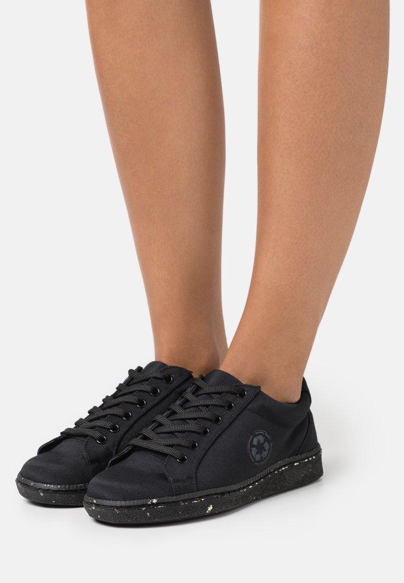 NAE Vegan Shoes - GANGES VEGAN - Matalavartiset tennarit - black