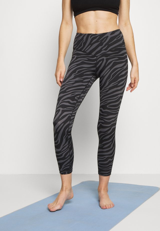 SAVANNA 7/8 LEGGING - Punčochy - charcaol