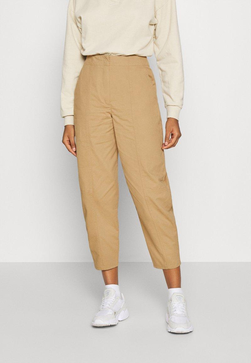 Who What Wear - CARROT LEG TROUSER - Kalhoty - khaki