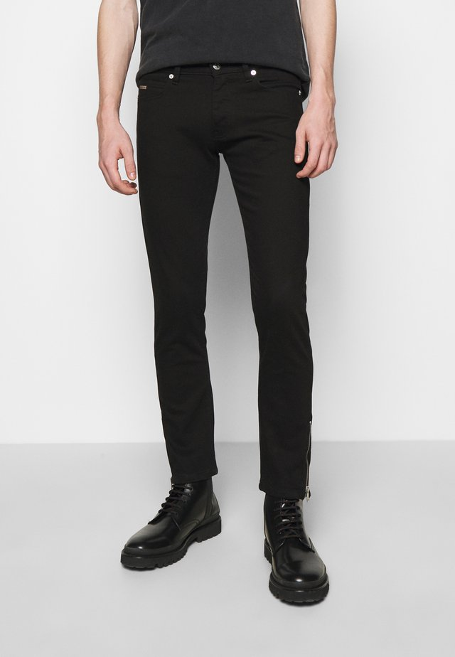 WASHED SLIM WITH ZIPPER DETAIL ON THE BOTTOM - Jeans slim fit - black