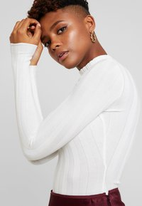 Missguided - EXTREME HIGH NECK - Long sleeved top - white - 4