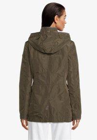 Gil Bret - MIT ABNEHMBARER KAPUZE - Summer jacket - olivgrün - 2