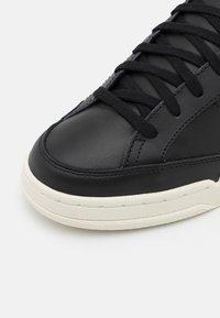 Reebok Classic - AD COURT UNISEX - Matalavartiset tennarit - core black/aqua dust/footwear white - 5