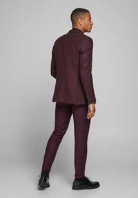 Jack & Jones PREMIUM - Suit trousers - vineyard wine - 2