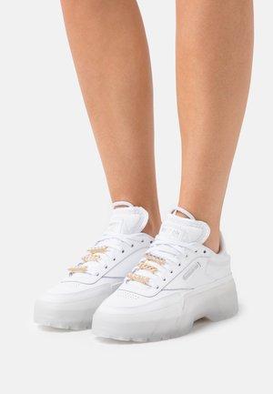 CLUB C CARDI COLLAB CASUAL SNEAKER - Trainers - footwear white