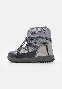 Moon Boot - JR GIRL LOW PREMIUM WP - Botines con cordones - metal gun - 0