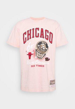 NBA CHICAGO BULLS RINGS TEE - Club wear - pink