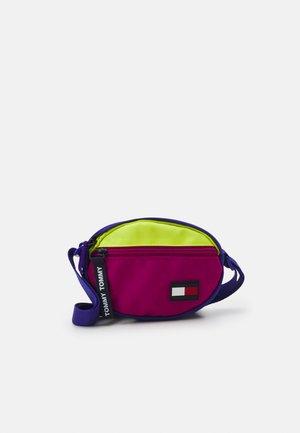 KIDS CORE CROSSBODY UNISEX - Across body bag - court purple / neo lime mix