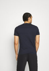 Champion - CREWNECK - T-shirt imprimé - dark blue - 2