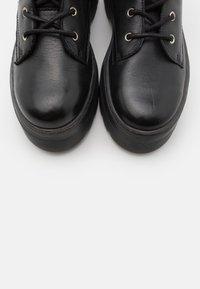 Pavement - AVELINE - Platform ankle boots - black - 5