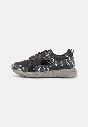 FUTURA WOMAN - Sneakers laag - black retile