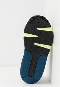 Nike Sportswear - AIR MAX 2090 UNISEX - Zapatillas - white/black/volt/blue force - 5