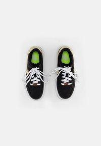 Nike Sportswear - AIR FORCE 1 - Zapatillas - black/solar flare-white-black - 3
