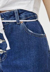 PULL&BEAR - MIT KNÖPFEN VORNE - Denim shorts - dark blue - 4