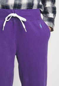 Polo Ralph Lauren - FEATHERWEIGHT - Pantaloni sportivi - purple rage - 5