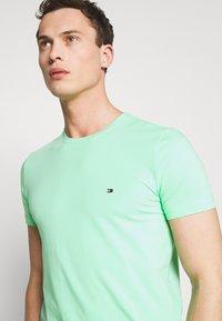 Tommy Hilfiger - T-shirt basic - green - 4