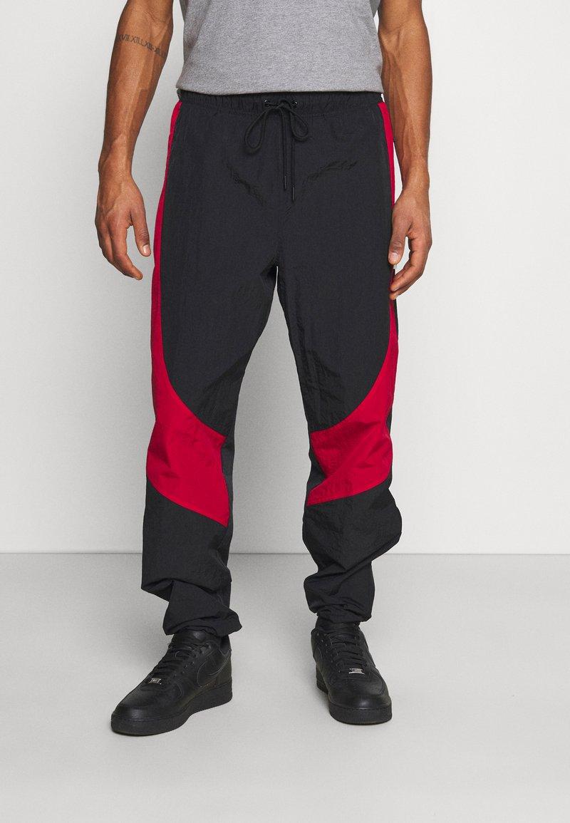 Jordan - Tracksuit bottoms - black/gym red