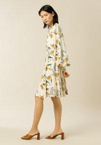 IVY & OAK - DIANA - Day dress - vanilla big flower tendril - 1