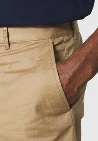 Wood Wood - JONATHAN LIGHT - Shorts - khaki - 4
