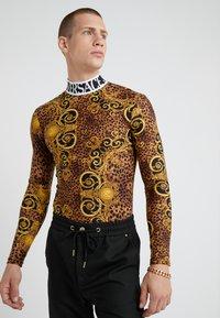 Versace Jeans Couture - MAGLIETTE  - Långärmad tröja - gold - 0