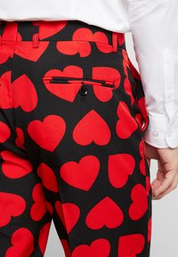 OppoSuits - KING OF HEARTS SUIT SET - Suit - black/red - 8