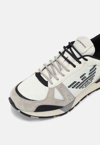 Emporio Armani - Baskets basses - white - 4