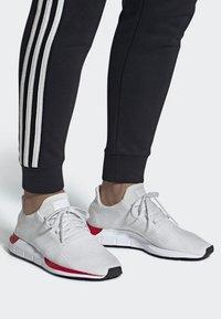 adidas Originals - SWIFT RUN RUNNING-STYLE SHOES - Trainers - white - 0