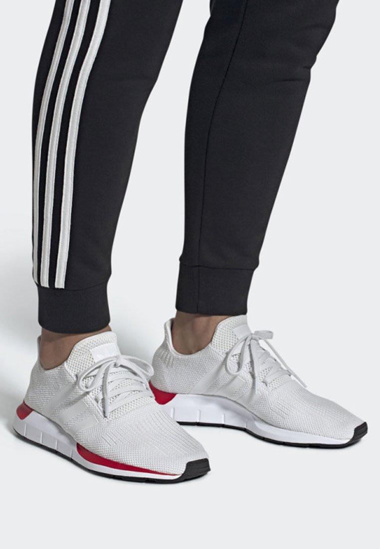 adidas Originals - SWIFT RUN RUNNING-STYLE SHOES - Trainers - white