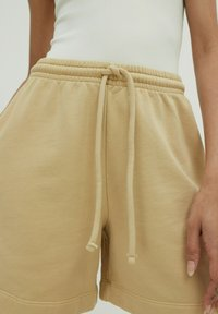 EDITED - DAISY - Shorts - beige - 3