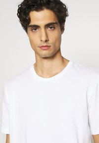 Nike Underwear - CREW NECK 2 PACK - Tílko - white - 3