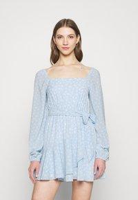 NA-KD - PAMELA REIF X ZALANDO OVERLAPPED FRILL MINI DRESS - Day dress - dusty blue - 0