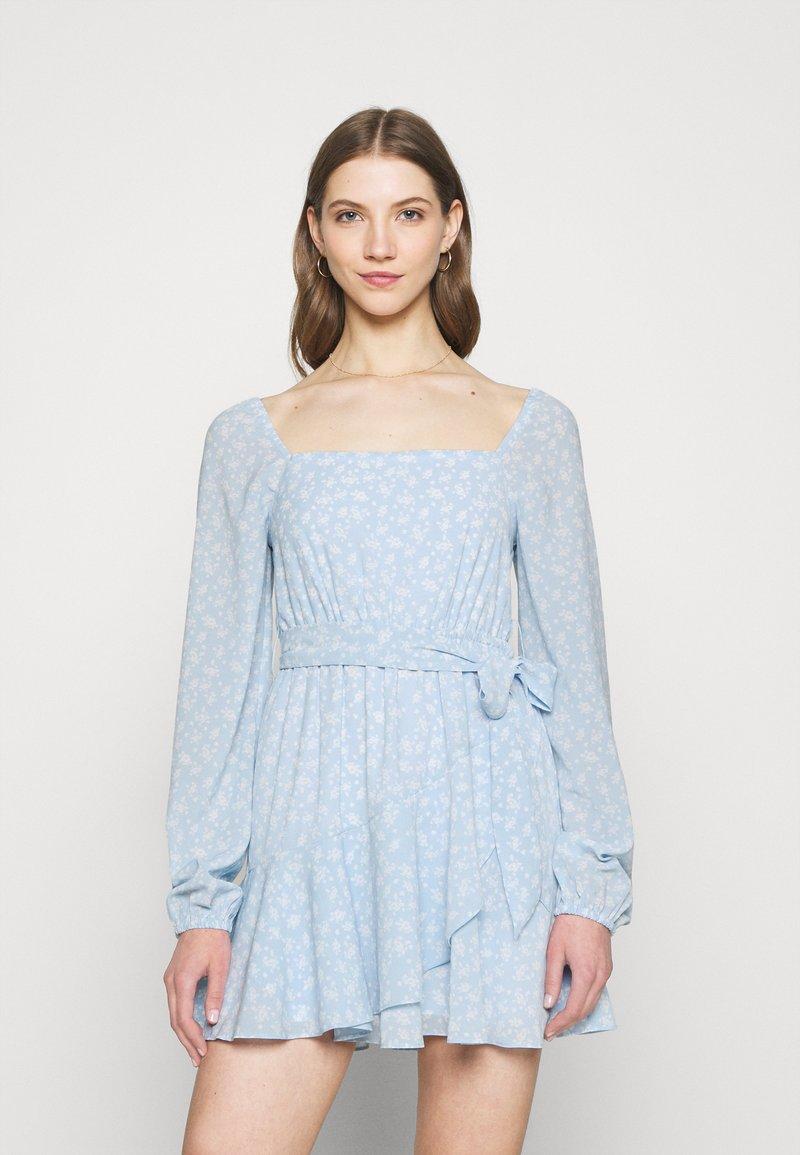 NA-KD - PAMELA REIF X ZALANDO OVERLAPPED FRILL MINI DRESS - Day dress - dusty blue