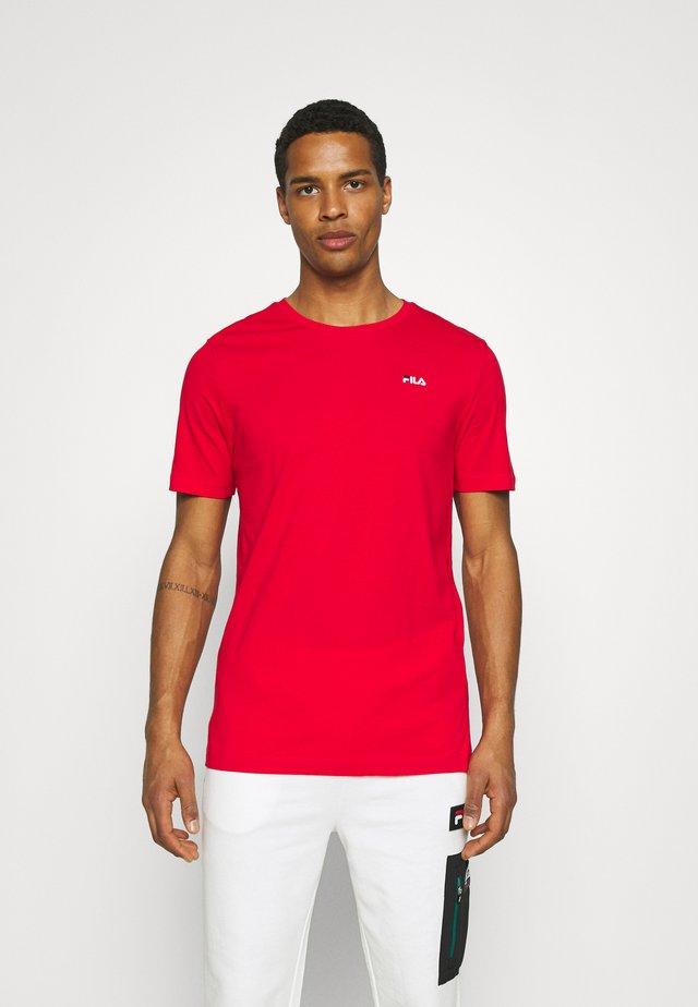 UNWIND TEE - Jednoduché triko - true red