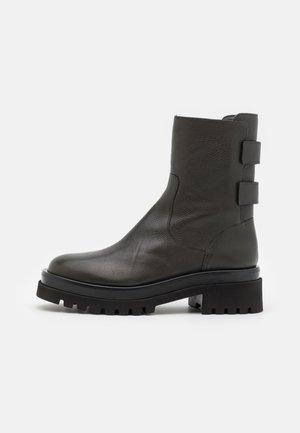 GOLVA - Classic ankle boots - bosque