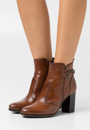 LEATHER - Botines bajos - cognac