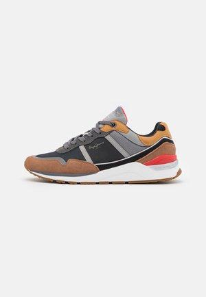 X20 BASIC URBAN - Sneakersy niskie - cognac
