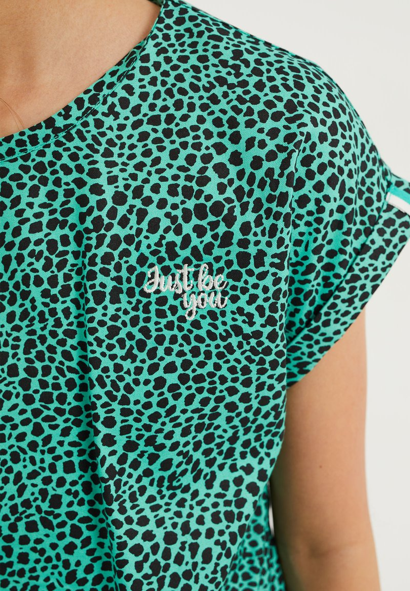 WE Fashion - MET DIERENDESSIN - Blouse - mint green