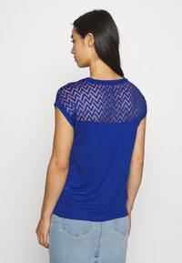ONLY - ONLNEW NICOLE LIFE - T-shirts med print - mazarine blue - 2