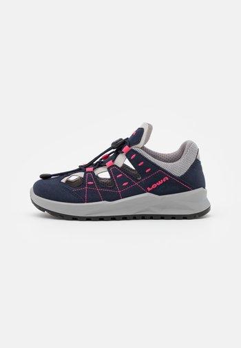 ARIOSO JUNIOR UNISEX - Walking sandals - navy/pfirsich
