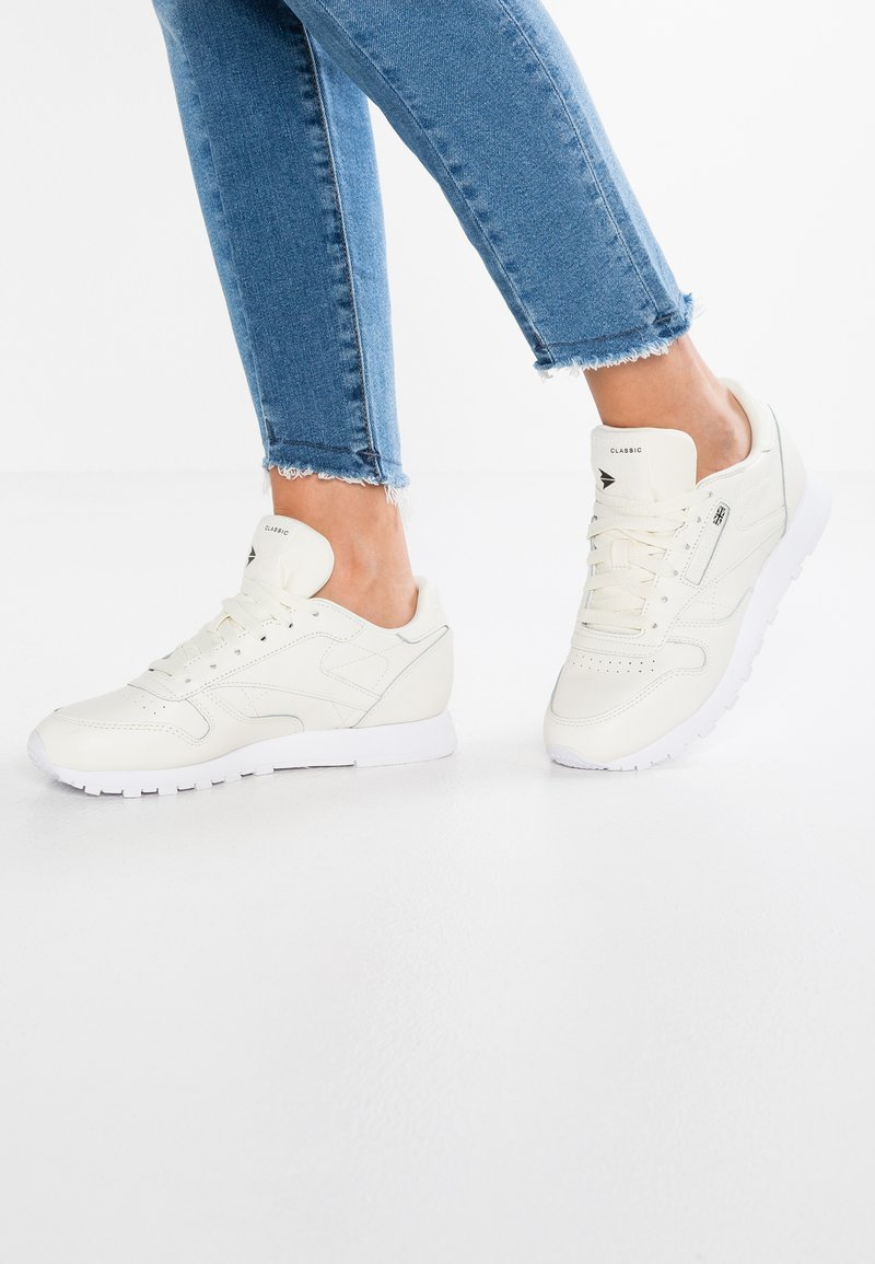 Reebok Classic - CL LTHR X FACE - Sneakers laag - classic white/white/black