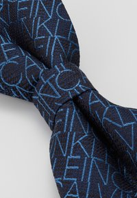 Calvin Klein - ALL OVER LOGO BOW TIE - Bow tie - blue - 2