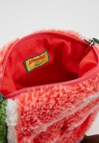 Jellycat - AMUSEABLE WATERMELON BAG - Across body bag - green - 5