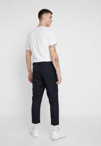 New Look - CROP GRID COX - Pantalones - navy - 2