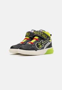 Geox - GRAYJAY BOY - Sneakersy wysokie - black/lime - 1