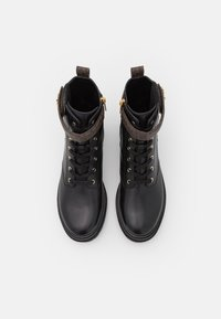 MICHAEL Michael Kors - STARK BOOTIE - Lace-up ankle boots - black/brown - 4